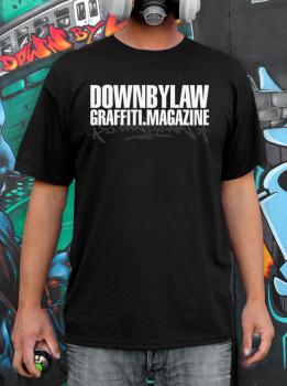 Downbylaw Magazine Logo T-Shirt mit Downbylaw Serval Tag